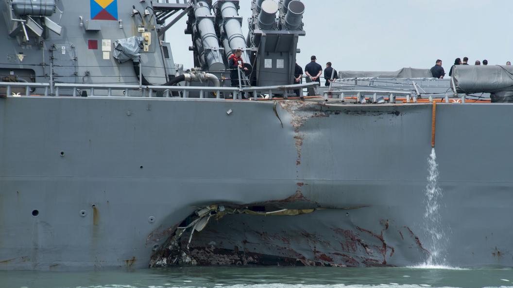 Водолазы начали поиск десяти пропавших моряков Джона Маккейна