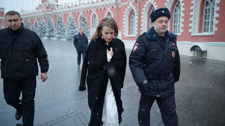 Против всех: Собчак устроила на 8 марта одиночную акцию у Госдумы