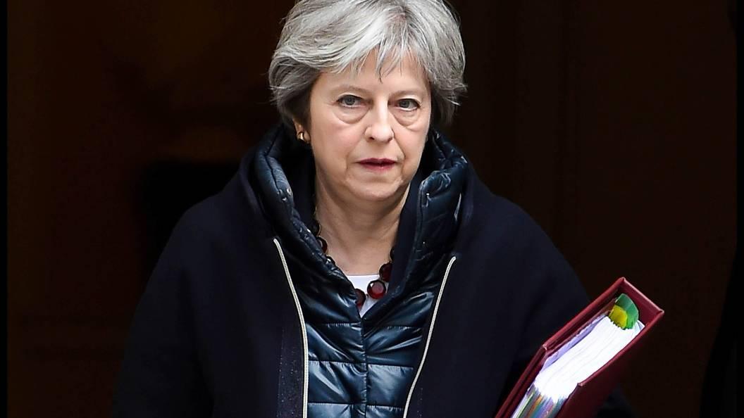 Мэй: Англия приняла участие вавиаударах поСирии исходя из собственных интересов