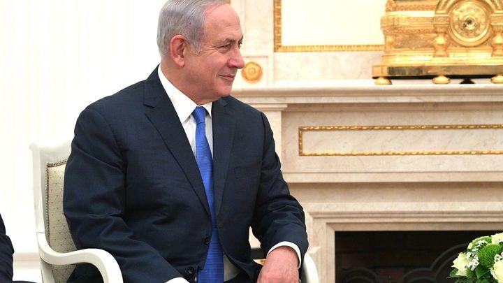 Мацу надо подавать хозяевам: Жена премьера Израиля бросила каравай встречающих в Киеве