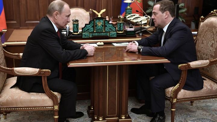 Бунт... Это точно приблизило отставку. После заявления Путина политолог назвал причину ухода Медведева