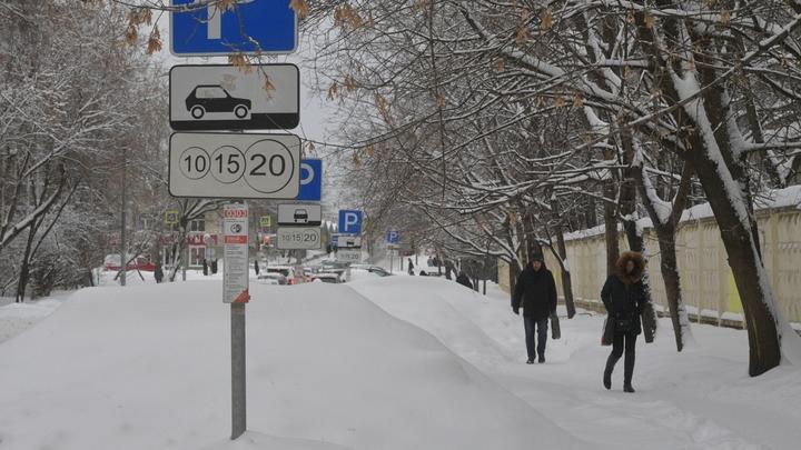 Бесплатные парковки: Депутат ГД придумал способ, как стимулировать москвичей искать официальную работу