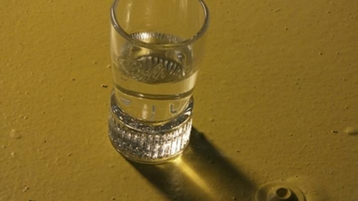 Спирт, вода, перекись водорода. И никакой водки: В МЧС дали рецепт антисептика