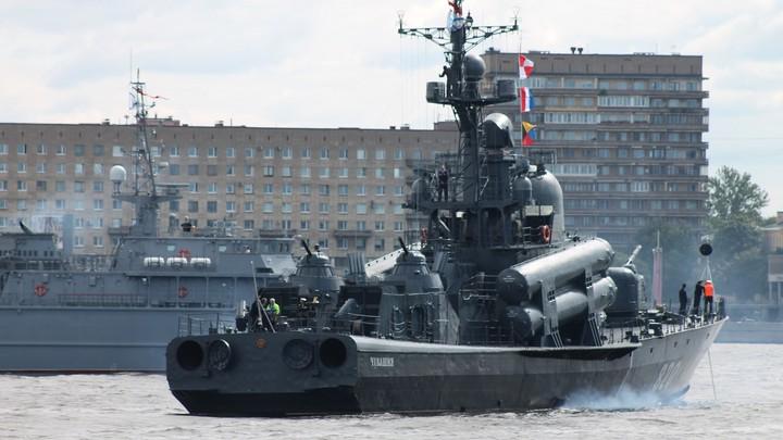 Ракетные корабли России отрабатывают морские бои в Каспийском море
