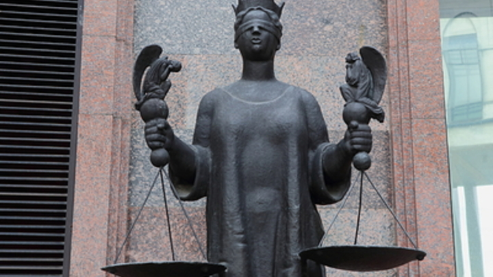 Просто мошенник: Юрист оценил работу адвоката Ефремова