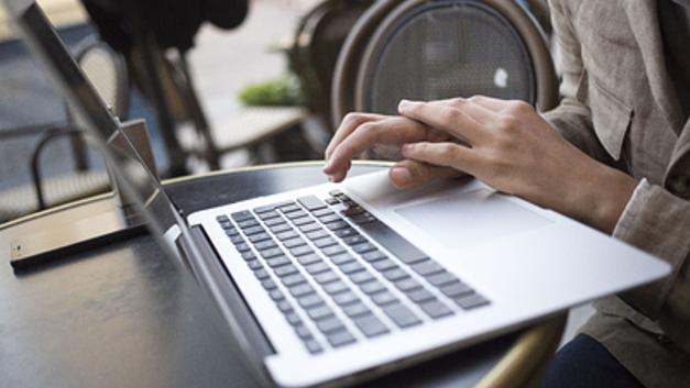 Жесты вместо букв: Ученые упростили глухонемым доступ в интернет