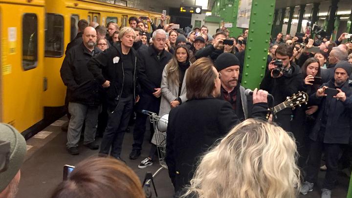 Концерт на 15 минут: U2 выступила в берлинской подземке