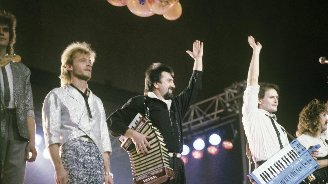 Очень грустно: Коллеги соболезнуют из-за смерти музыканта и руководителя ансамбля Сябры