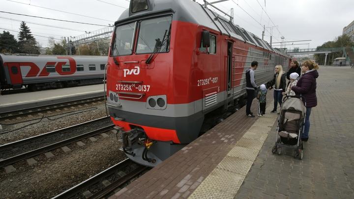 В результате пожара в поезде на ж/д станции в Москве погибли двое