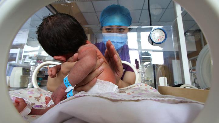 Как же не заплакать в такой ситуации: Доктор Комаровский раскрыл три тайны родителям младенцев