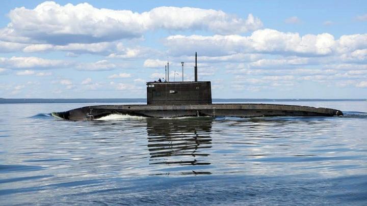 Эстонцы замерли в восхищении при виде российской подлодки: Нам даже помахали!