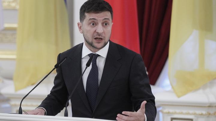 Решил дать шанс: Зеленский отказался увольнять оскандалившегося премьера Гончарука