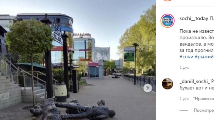 В Сочи вандалы снесли скульптуру Рыжего из группы Иванушки International