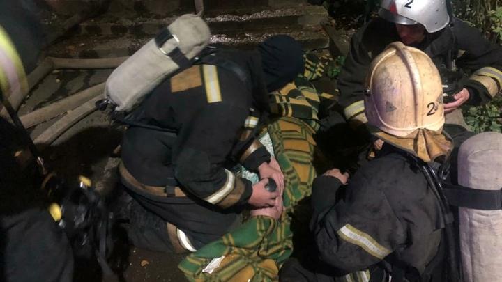 Владимирские пожарные спасли из огня женщину