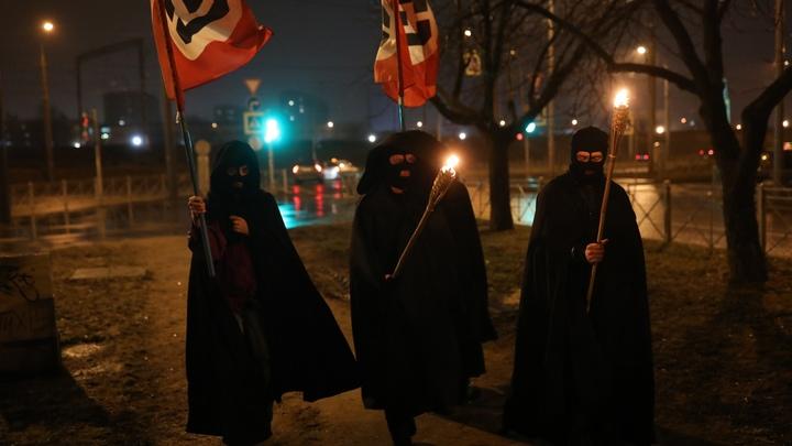 Четверым петербуржцам грозит арест за факельное шествие с флагами против блокировки Twitter