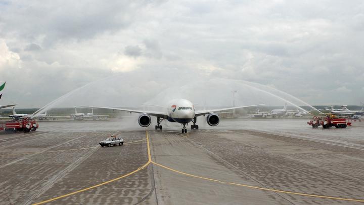 Была паника и крики: молния ударила в самолет, летевший из Екатеринбурга в Сочи