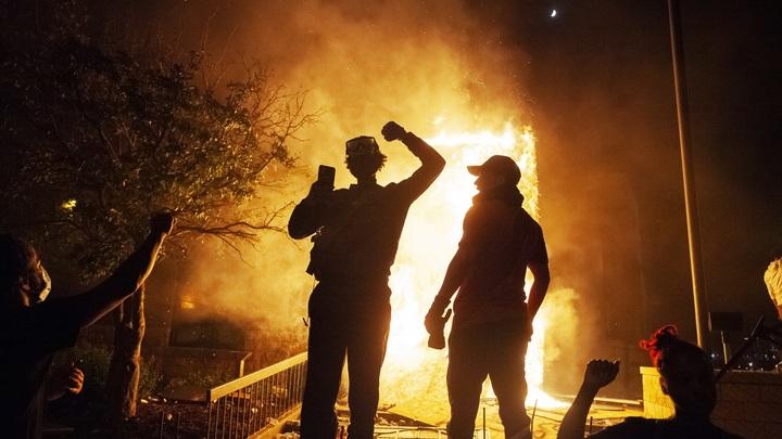 Упаси Бог перенимать их методы: Правозащитник Брод о беспорядках и номинальной свободе в США