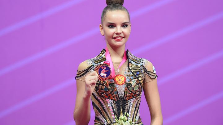Дина Аверина взяла золото в многоборье на этапе КМ по художественной гимнастике
