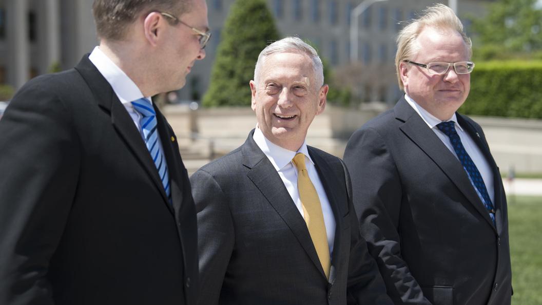 РФ делает напряженность отУкраины доСирии,— Мэттис