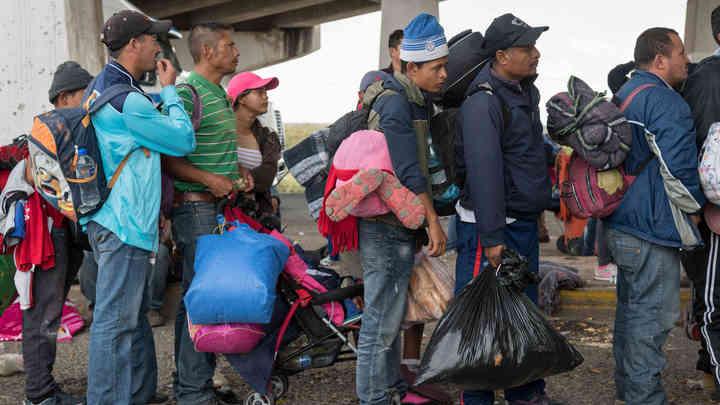 К границе США марширует еще один караван мигрантов