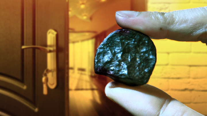 Метеорит в обмен на квартиру: Жители России осваивают новый бизнес