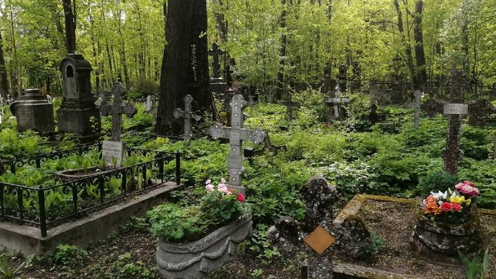 В Челябинской области от рук вандалов пострадали могилы на кладбище