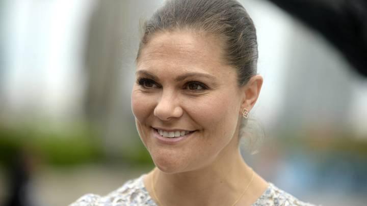Шведская принцесса Виктория надела защитный костюм. Но не от COVID