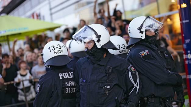 Район главного вокзала в Кельне оцеплен: Полиция сообщила о захвате заложника