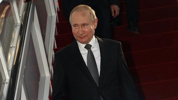 Незамеченный принц Чарльз расплылся в улыбке после рукопожатия Путина, забытый Пенс нервно поправил пиджак