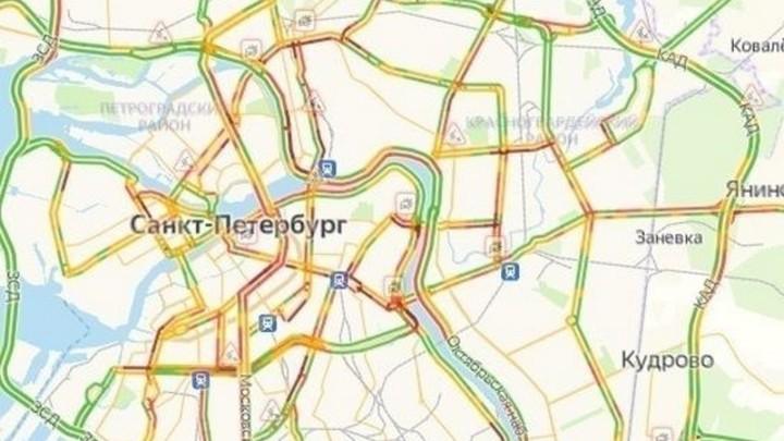 Не взлетим, так поплаваем: в Петербурге из-за «потопа» пробки достигли 8 баллов