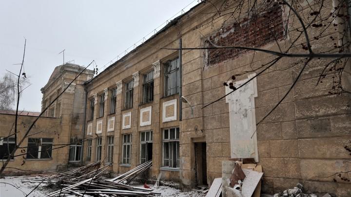 «При Локте ему не быть!»: Эксперт о музее конструктивизма и сносе школы №54 в Новосибирске