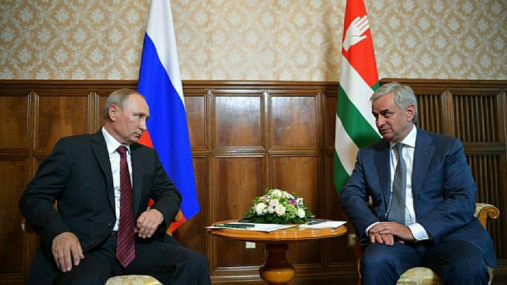 МИД Абхазии сравнил приезд Путина с визитом в Грузию вице-президента США