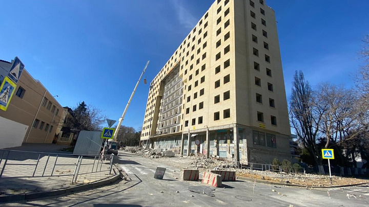 В Анапе до конца весны снесут 12-этажный самострой, построенный в 2012 году