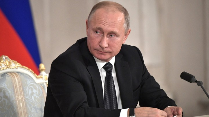 «Медведев проследит»: Путин пообещал с 1 января прибавку к пенсии работникам села
