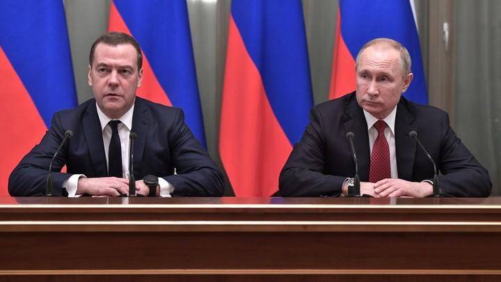 Когда Медведев к Путину приходит: После скандала с казаками вспоминаем, что вырезали из Comedy