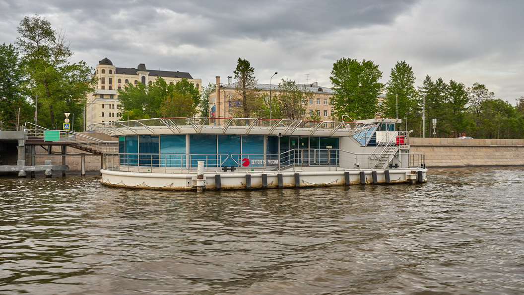 Приезжий угнал на спор теплоход на Москве-реке и устроил ВТП