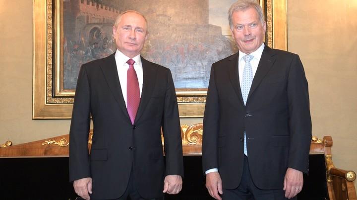 Президент Финляндии перед Путиным выразил свои эмоции на русском