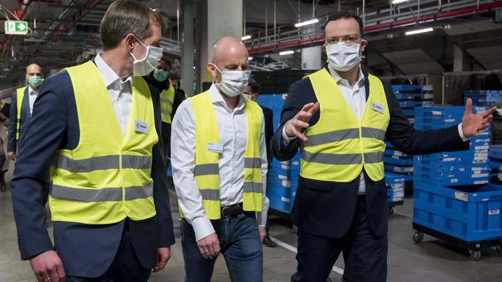 """""""С партнёрами так не поступают"""": Американцы продали Германии 200 тысяч масок, а потом забрали их себе"""