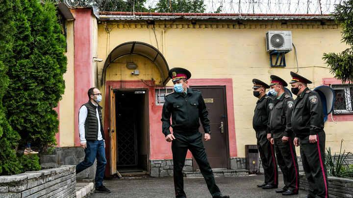 Есть же Верховная рада!: Киев открывает тюремную распродажу. Украинцы льют слёзы от смеха