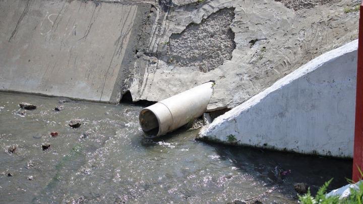 В Ростове в реку Темерник сбрасывали стоки бордового цвета из коллектора