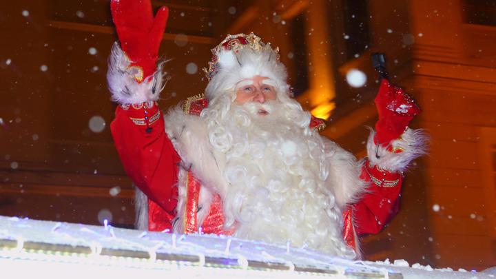 Дед Мороз на железном коне приятно порадовал жителей Санкт-Петербурга