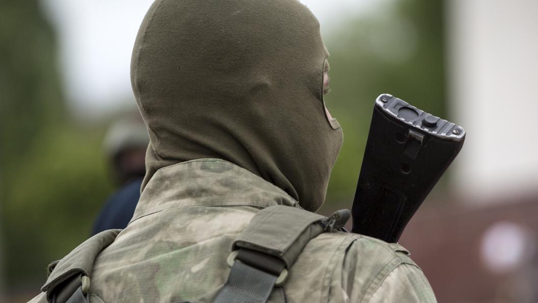 Центр Луганска перекрыли вооруженные люди