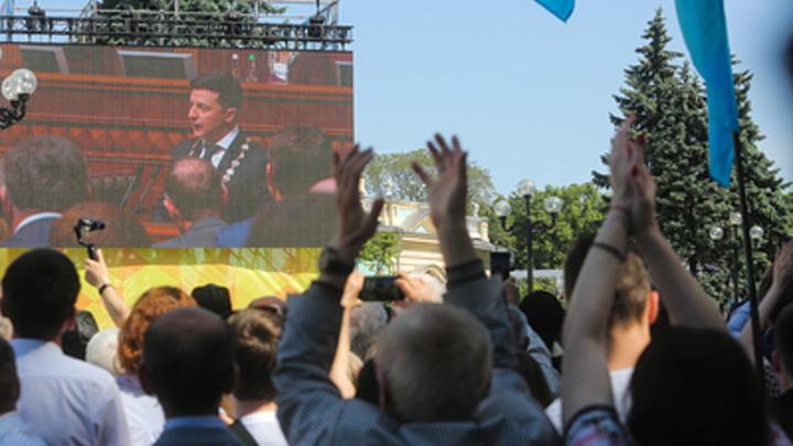 Подскочило давление после речи Зеленского: Депутата увезли на скорой после роспуска Верховной рады