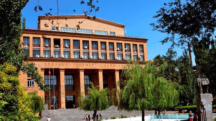За место ректора Ереванского госуниверситета - готовятся поспорить последователи идей Сороса
