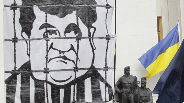 Порошенко заподозрили в госизмене из-за керченской провокации - официально
