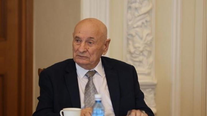 Легендарного уральского врача наградили знаком За заслуги перед Свердловской областью