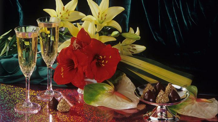 На новогодние праздники могут разрешить продавать шампанское после десяти