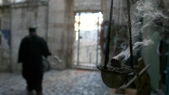 Между политикой и религией: В Иерусалиме закрыли для верующих Храм Гроба Господня