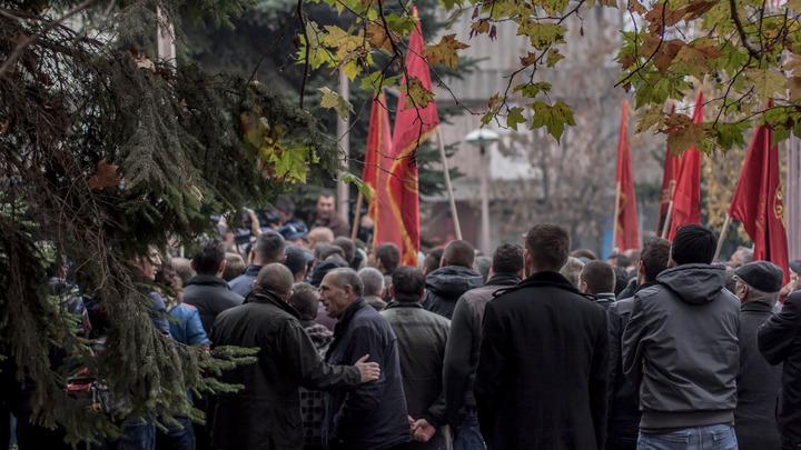 Связали и вели как скот: Появилось видео освобождения задержанного в Косове россиянина