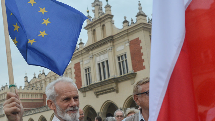 Украина уговорила Польшу отказаться от часовни из Львова на паспортах